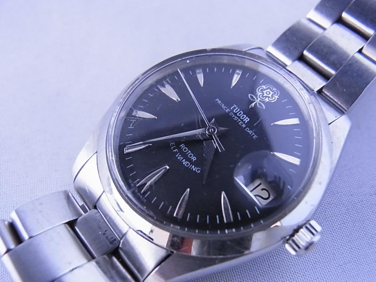 チュードルデカバラリダン 時計本体のみ 1960年代 34mmラウンド型のシルバーケースにブラックダイヤルの買取り実績とフェイス斜め画像