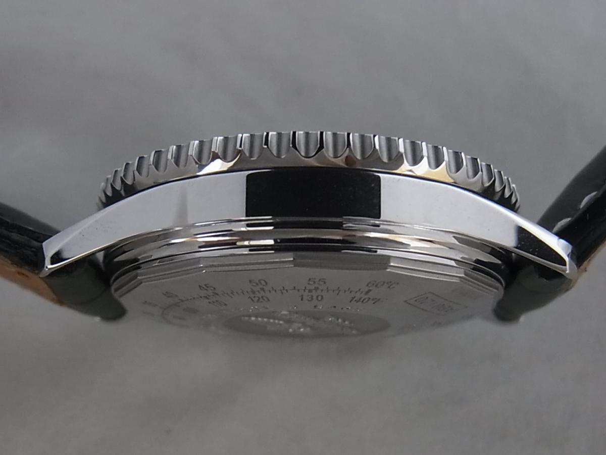 ブライトリングナビタイマーAB0120,AB012012/BB02の高額売却実績と9時ケースサイド画像