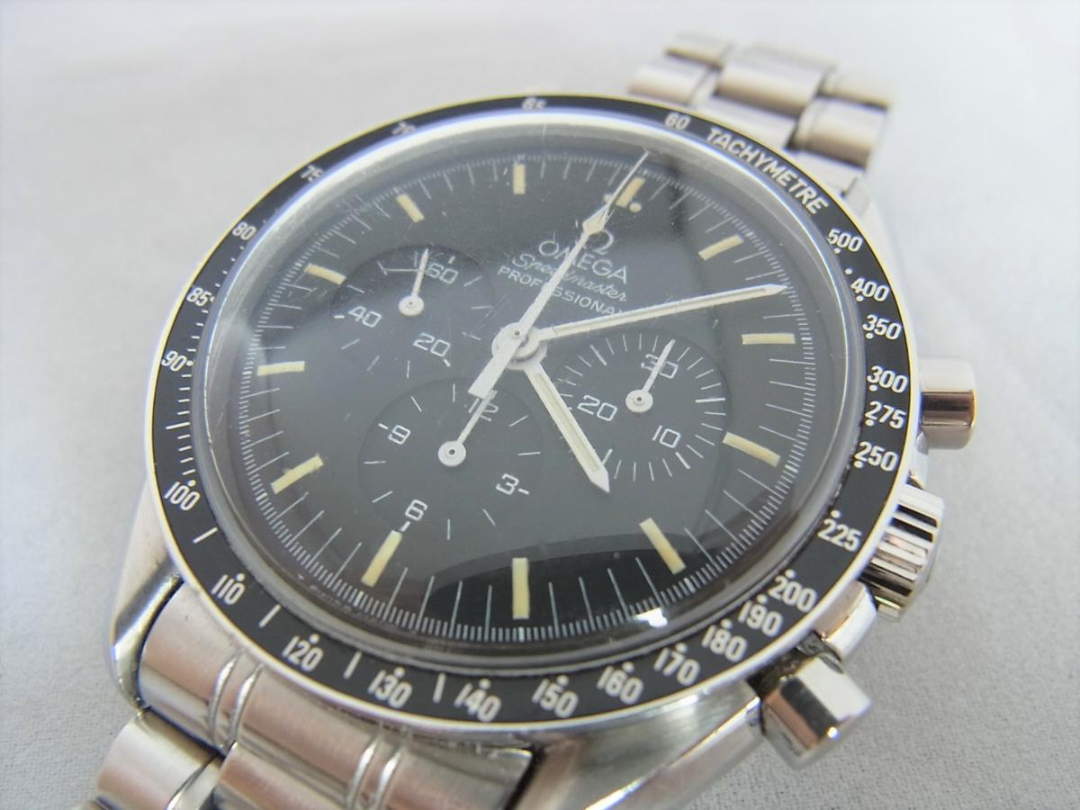 オメガスピードマスタープロフェッショナル3592.50 40mm 手巻き式腕時計、アポロ11号 10周年記念モデル 買取り実績 フェイス斜め画像 時計を売るならピアゾ(PIAZO)