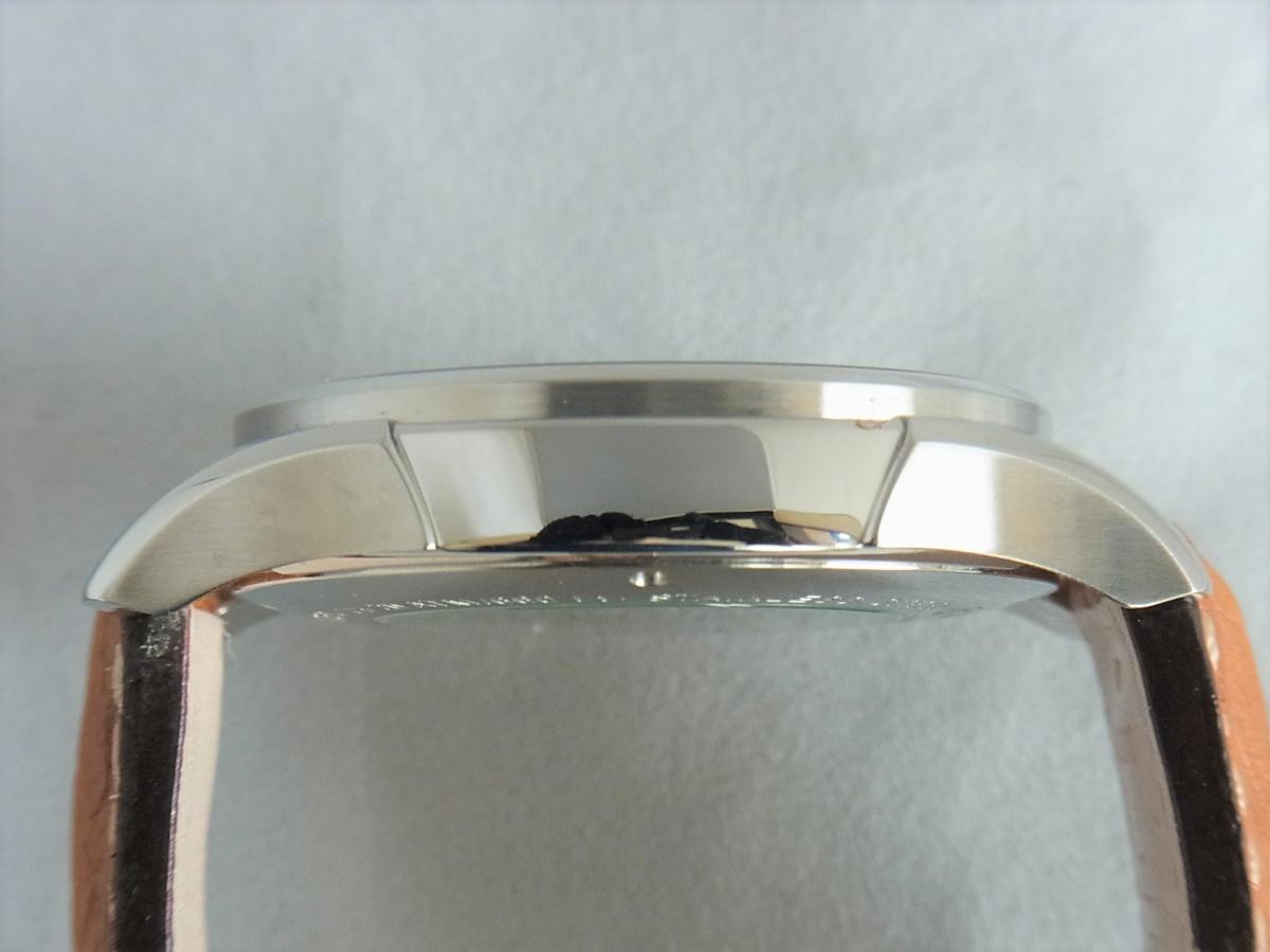 ハミルトンジャズマスタートラベラー2 H32625555 GMT/アラーム機能搭載モデル 高額売却実績 9時ケースサイド画像 時計を売るならピアゾ(PIAZO)