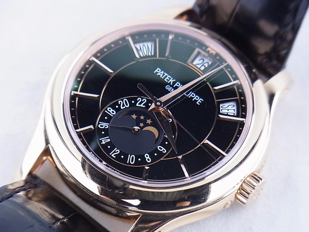 パテックフィリップ アニュアルカレンダー5205R-010 ムーンフェイズ シースルーバック メンズ腕時計 買取り実績 フェイス斜め画像 時計を売るならピアゾ(PIAZO)