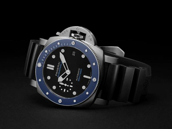 panerai-Submersible-azzurro-42mm-PAM01209-image