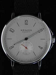 ノモス アホイAH1E1W2が高価買取になる理由